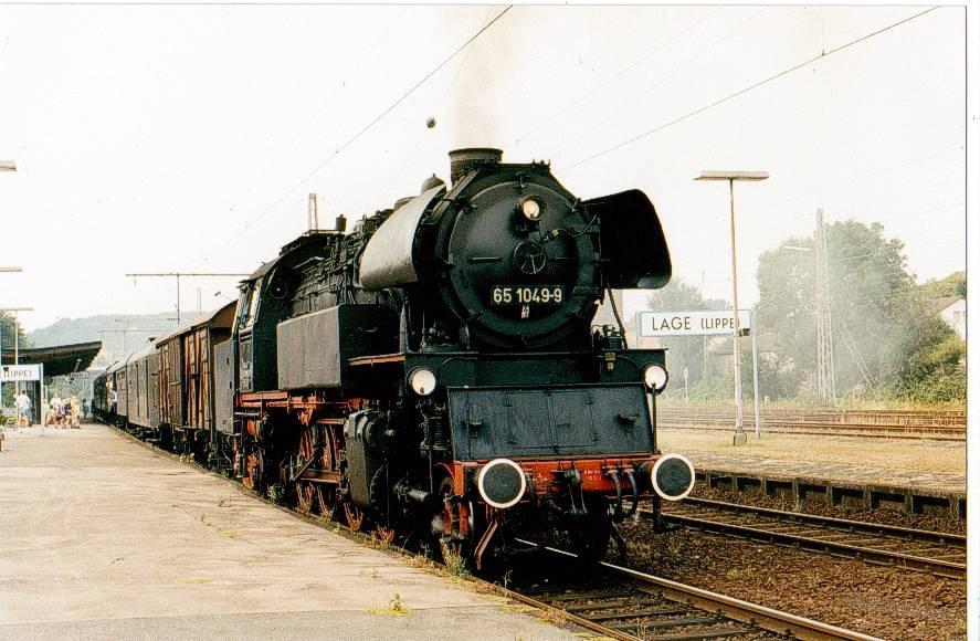 BR 65 mit einem Sonderzug in Lage